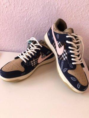 Neu Nike Sneakers