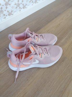Neu! Nike Sneakers in Grösse 39