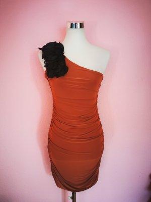 Sukienka na jedno ramię rudy-czarny