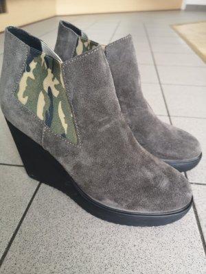 Buty z krótką cholewką na platformie szary-szaro-brązowy