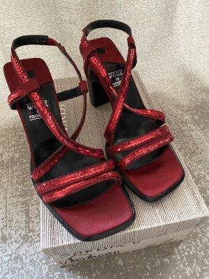 Sandales à lanière rouge foncé