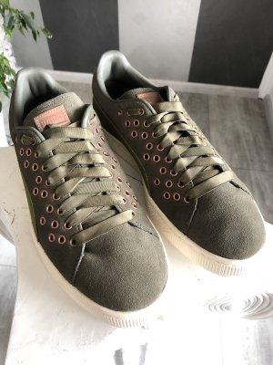 NEU • Puma • Sneaker mit Lochnieten Gr. 41,5