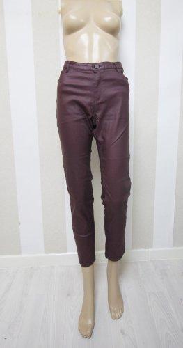 Pantalón de tubo rojo zarzamora