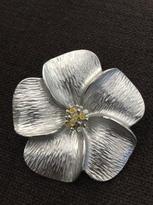 NEU   Sehr hübsche Brosche in Blumenform