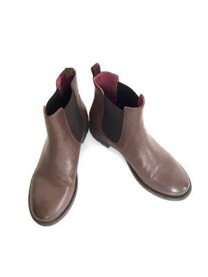 * Neu * SHOOT Chelsea Boots Stiefeletten Leder braun 39 NP 110</p>                     </div>                     <!--bof Product URL -->                                         <!--eof Product URL -->                     <!--bof Quantity Discounts table -->                                         <!--eof Quantity Discounts table -->                 </div>                             </div>         </div>     </div>              </form>  <div style=