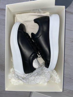Alexander McQueen Sneaker stringata nero
