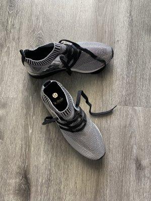 NEU Sneaker