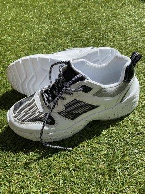 NEU • Sneaker • modern • ungetragen