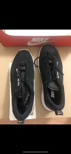 NEU Sneakers von Nike