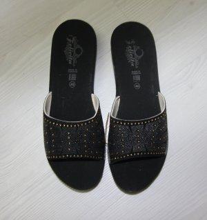 Sandalias tipo cuña negro-color oro