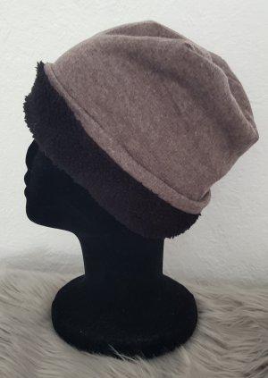 Chapeau en tissu marron clair