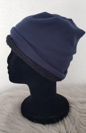 Chapeau en fourrure bleu foncé