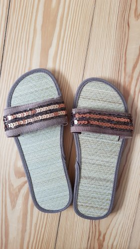 Sandalias de playa marrón