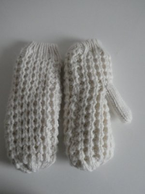 Rękawiczki z dzianiny w kolorze białej wełny
