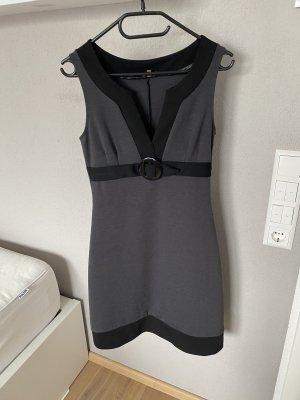NEU und Ungetragen: Kleid von Phase Eight in Gr. 8 36 S