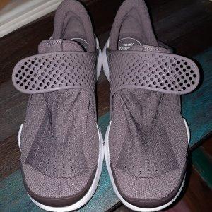 Neu und ungetragene Nike Schlupfschuhe