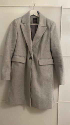 Abrigo de invierno gris claro