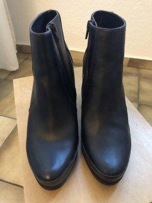 Neu!! Unisa Stiefeletten Ankle Boots 40 schwarz - Versandkostenfrei