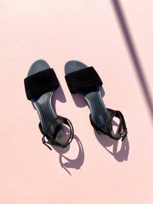 Vagabond Strapped Sandals black leather