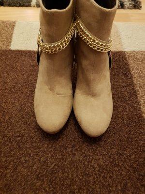 NEU Verkaufe Stiefeletten in der Gr. 41 in beige von Laura Scott