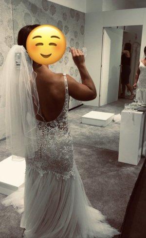 Neu verpacktes Brautkleid