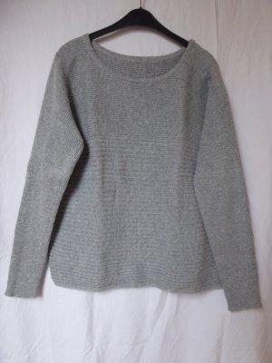 NEU: Warmer, hellgrauer Pullover