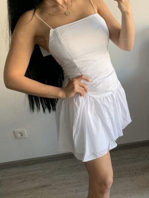 Neu weißes Trägerkleid für den Sommer mit Raffung und Volant
