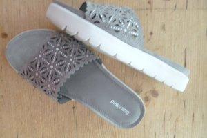 NEU: zartgraue Strasslochmuster- Pantoletten, (auch ein idealer Hausschuh) Mod. Lochstanzmuster, extra Soft gepolsterte Innen- & weiche, elastische Außensohle