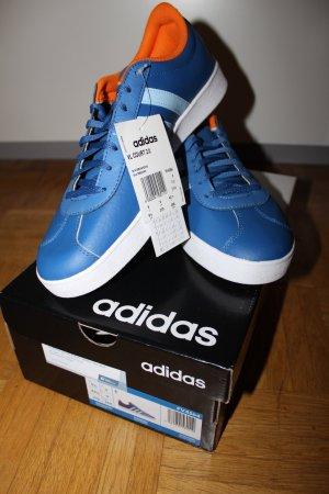 Neue Adidas in Blau