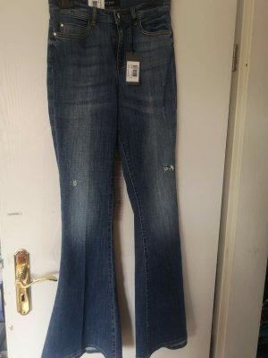 NEUE Bootcut-Jeans von Guess