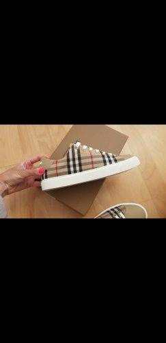 Neue Burberry Sneakers