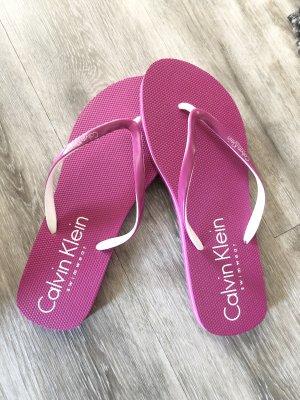 Calvin Klein Sandalo toe-post magenta