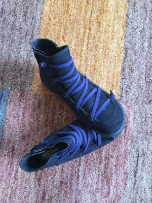 Camper Cut Out Booties black-lilac