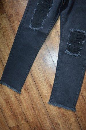 Neue coole Mom-Jeans von NA-KD Gr. 34 mit Cuts