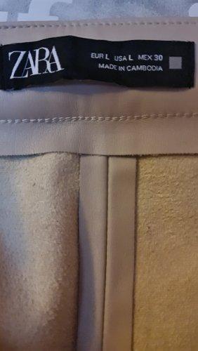 Neue cremefarbene Legging aus softem synthetischen Leder
