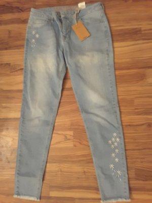 Neue Desigual Jeans mit Blütenstickerei
