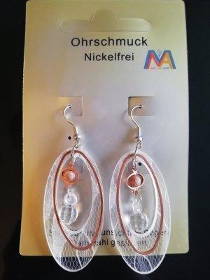 Neue elegante und originelle Ohrringe ohne Nickel. Ohrringe bestehen aus rostfreier Stahl