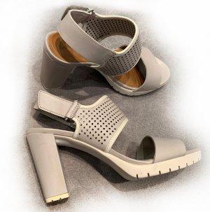 Neue graue Sandaletten von Clarks, Gr. 38, Leder