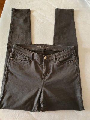 Neue Hose für jeden Anlass grau