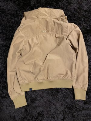 Neue Jacke der Marke Bench