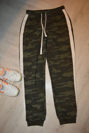 Neue Jogger im Camo-Look Gr. 38 Forever 21