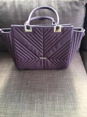 Neue lila Handtasche