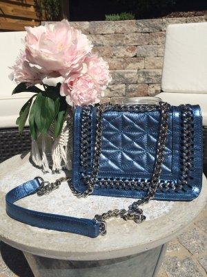 Neue, metallicblaue Ledertasche von Zara