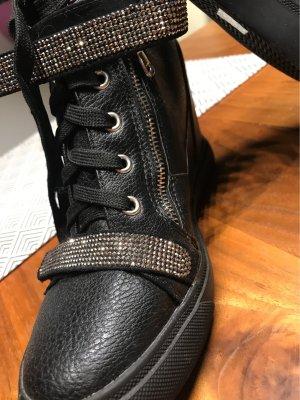 Zapatillas con tacón negro-color plata
