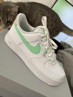 Neue Nike air Force 37,5