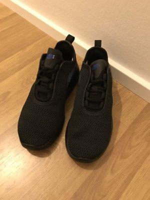 Neue Nike Sneaker