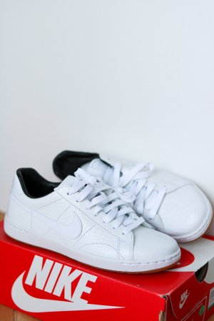 Neue Nikes 'Nike WMNS Tennis Classic Ultra Premium'