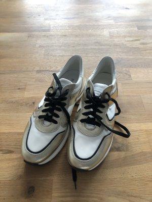 Neue No Name Sneaker
