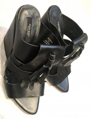 Neue Pantoletten, schwarz, Leder, mit Fransen - Gr. 39 (Spanisch)