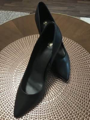 H&M Pointed Toe Pumps black